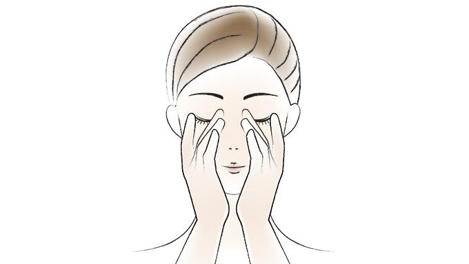 さらに同量を手にとり、顔全体になじませた後、中指をほうれい線に添えて、やさしく引き上げます。(図2)